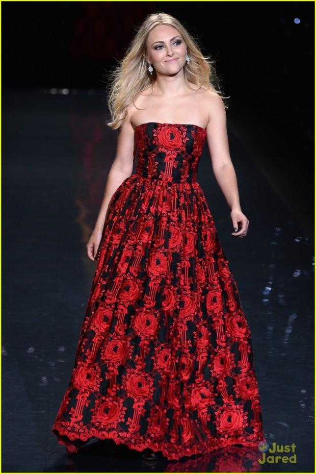 Vestido vermelho de Anna Sophia na campanha Vestido Vermelho 2014