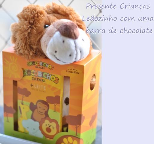Presente para crianças chocolate com bicho de pelúcia