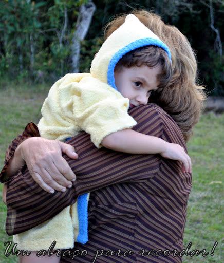 Um abraço para recordar em fotografias e poesias