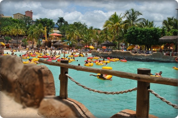 Boias e fotos do parque aquático de Olímpia em SP