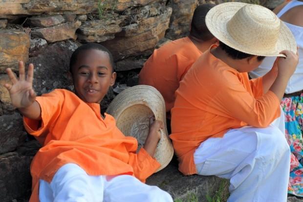 crianças do Maracatu Lua Nova em carnaval de Ouro Preto
