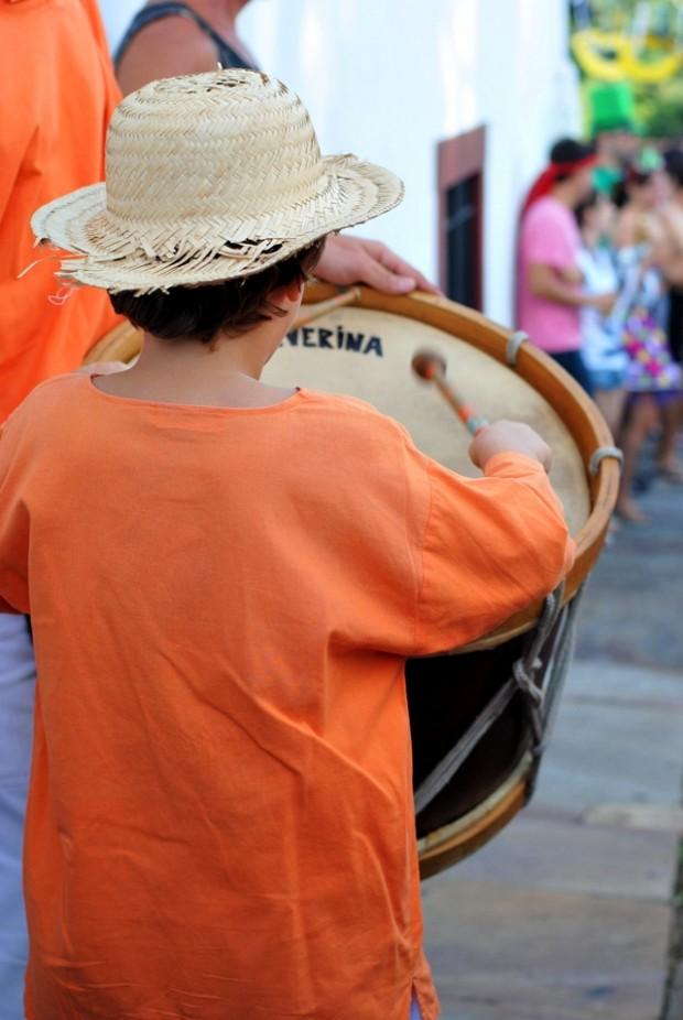 Esquentando os tamborins com Maracatu Lua Nova em carnaval Ouro Preto