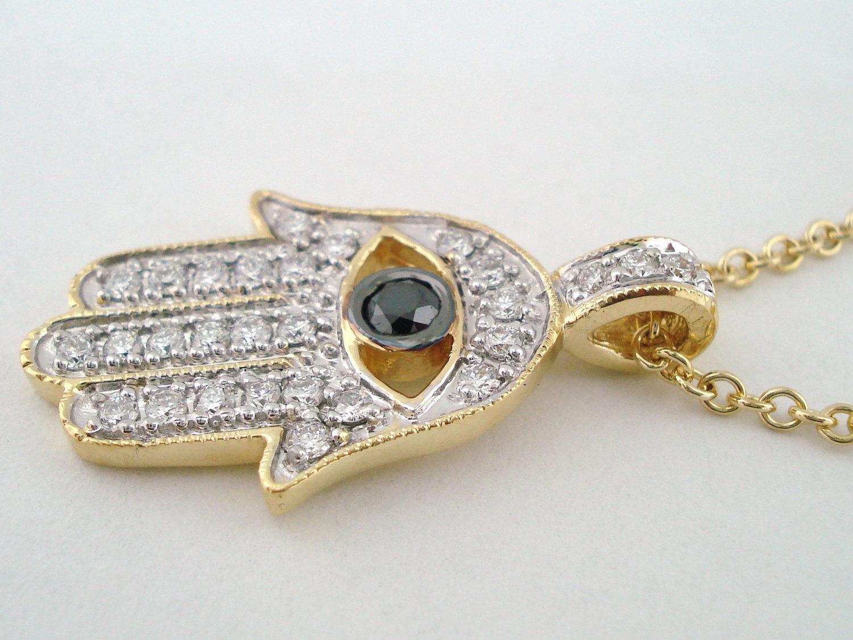 hamsá amuletos da sorte na moda