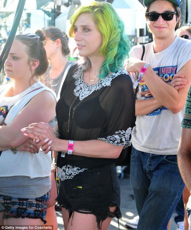 cabelo colorido de verde looks Coachella