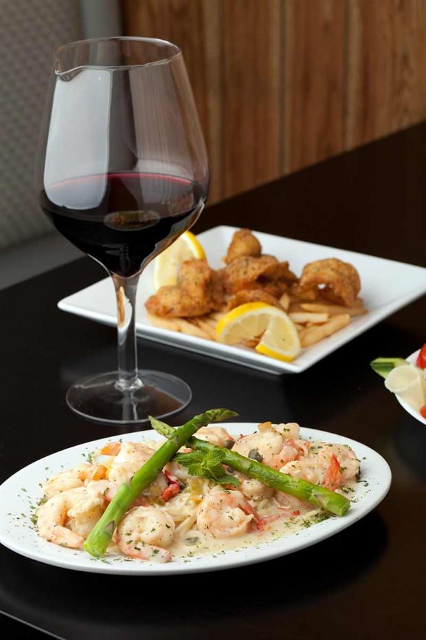 O vinho acompanha o almoço e o jantar