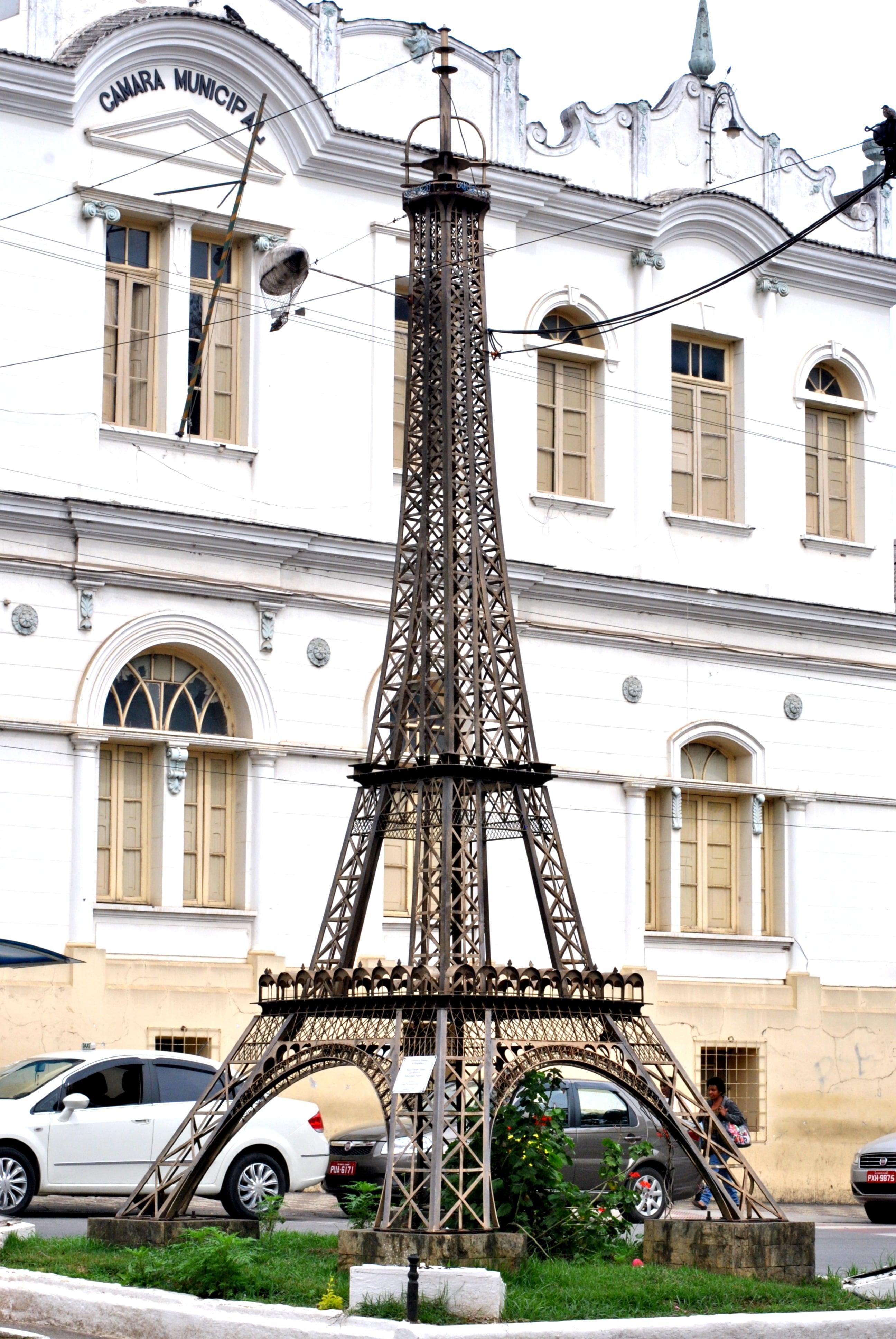 Torre Eiffel em Santos Dumont MG